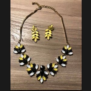 Funky neck and earring set